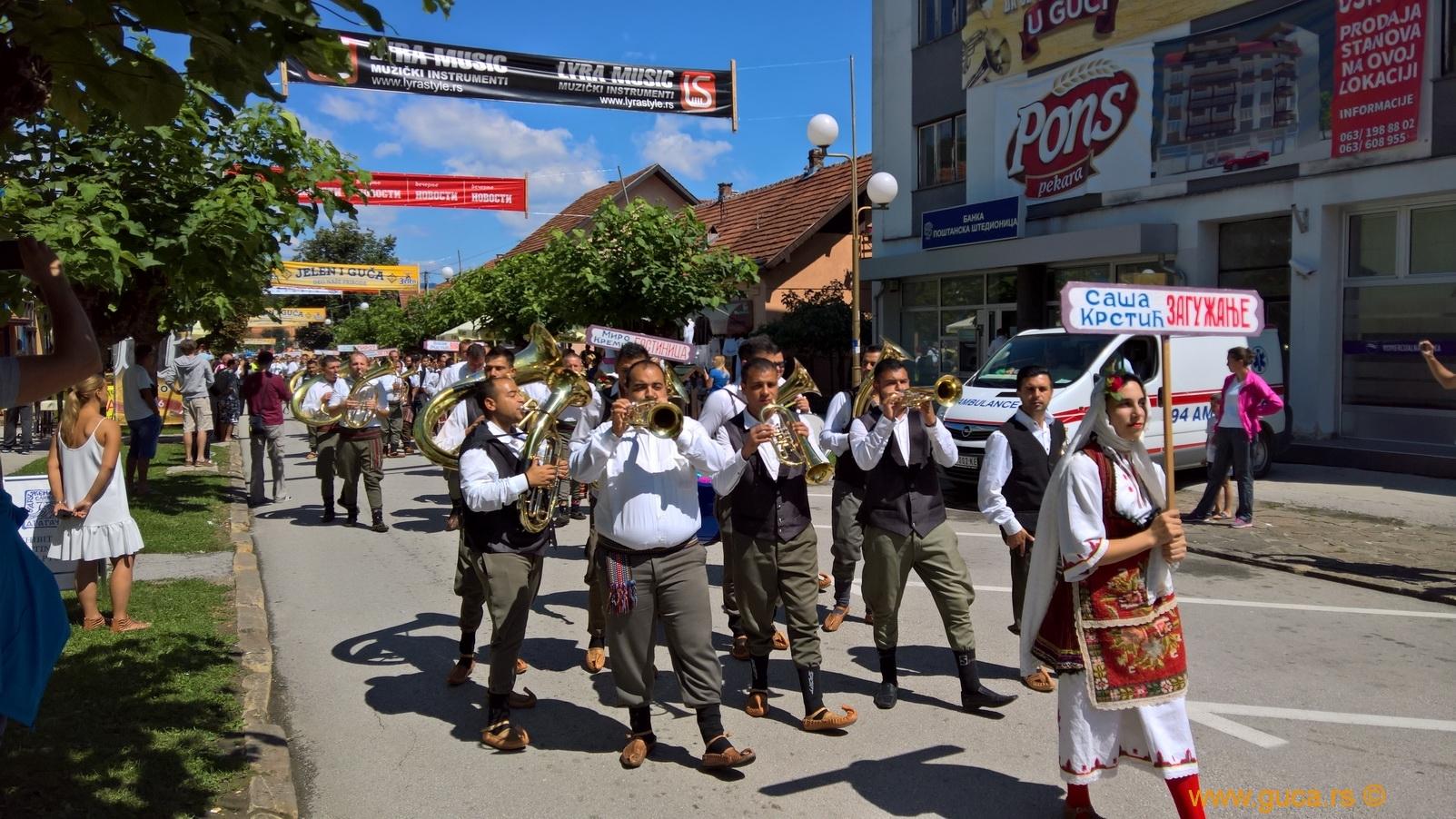 Parade_Guca02