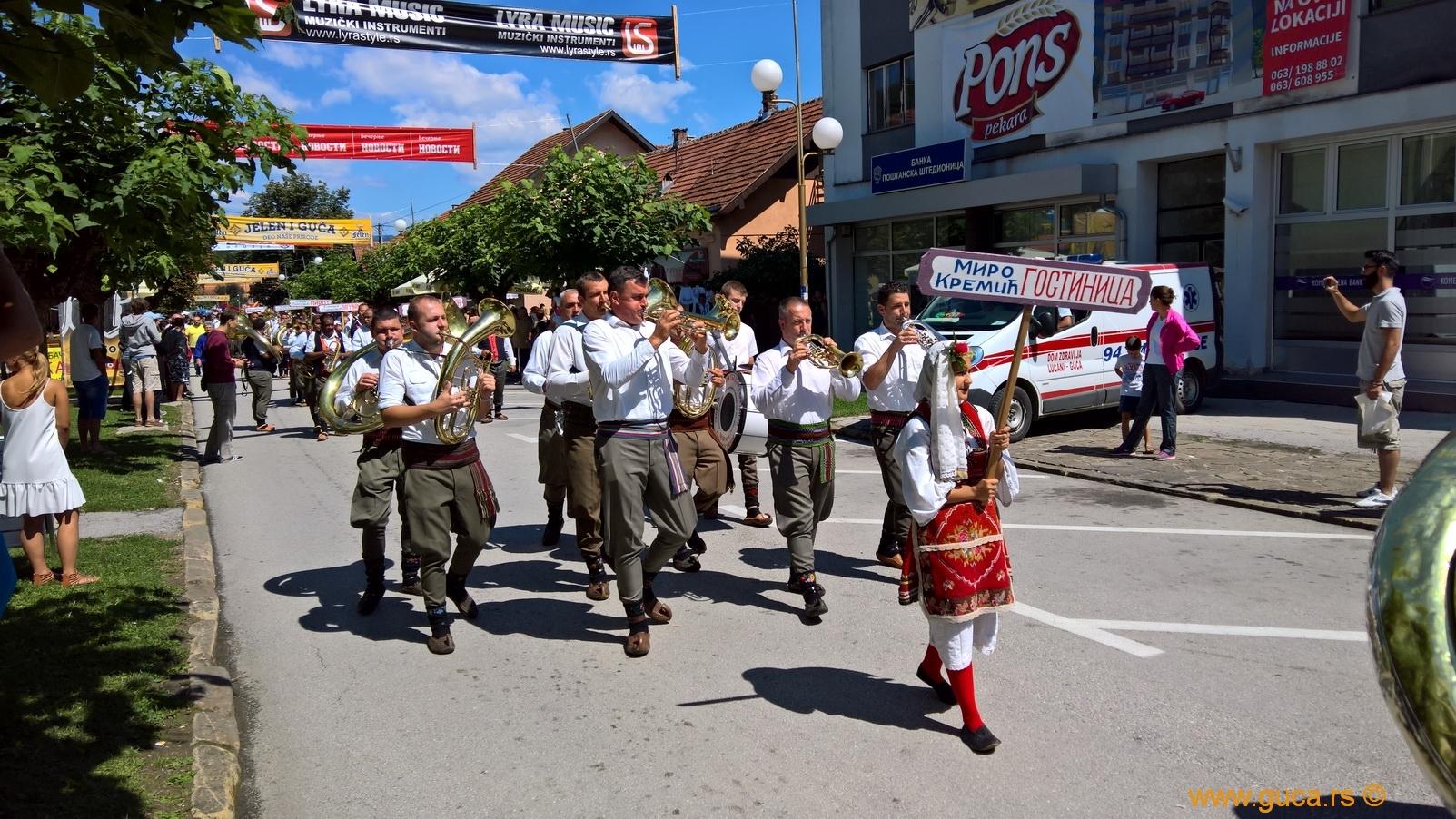 Parade_Guca03