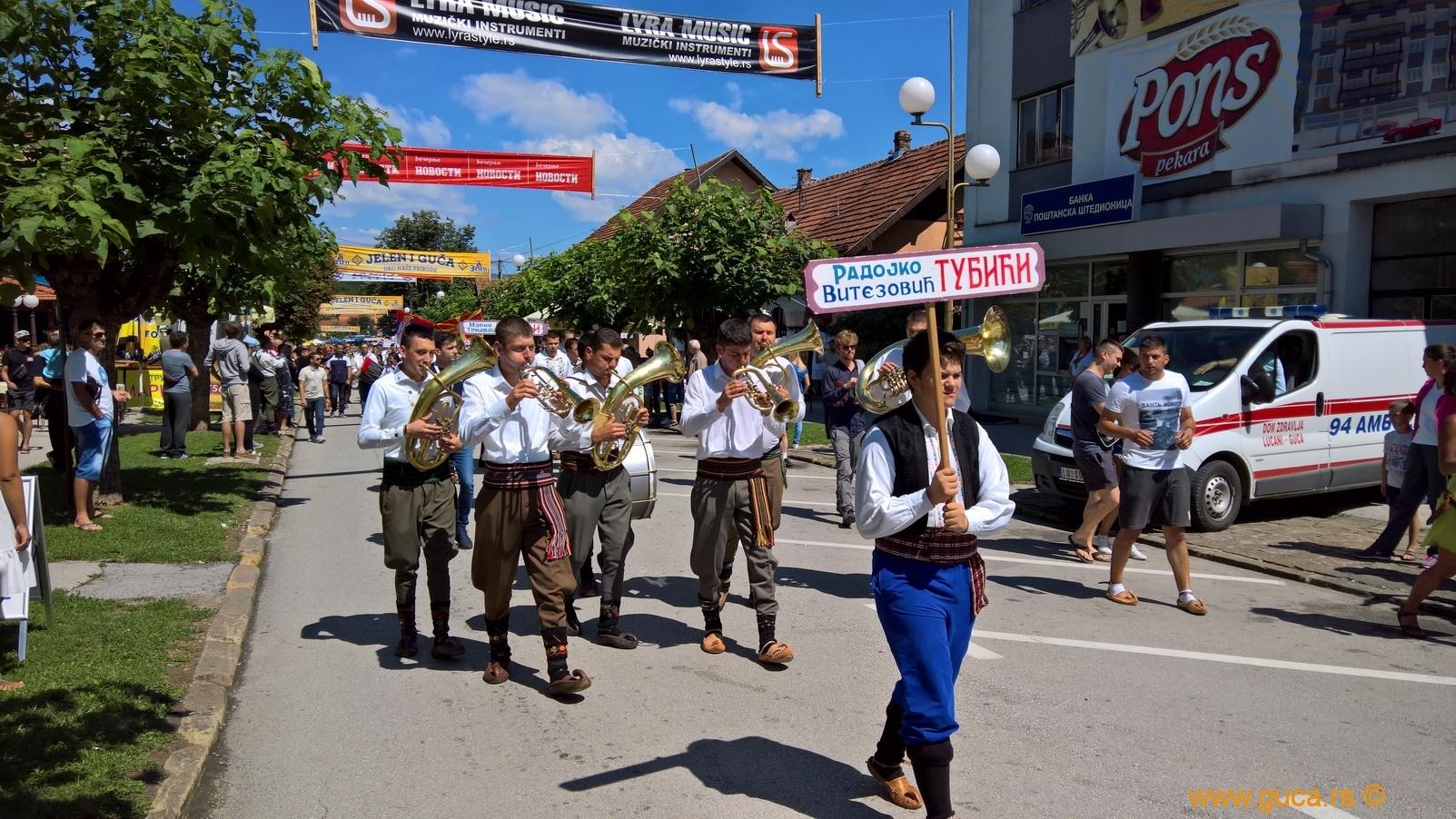 Parade_Guca09