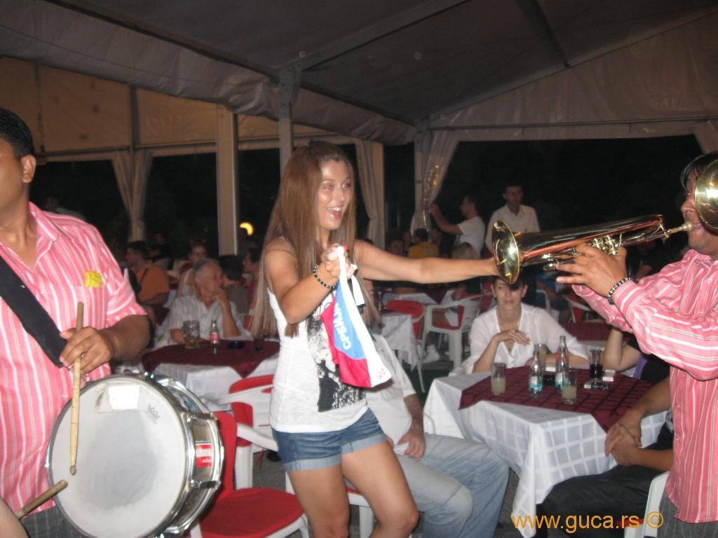 guca_2010_trumpet_wisitors_004